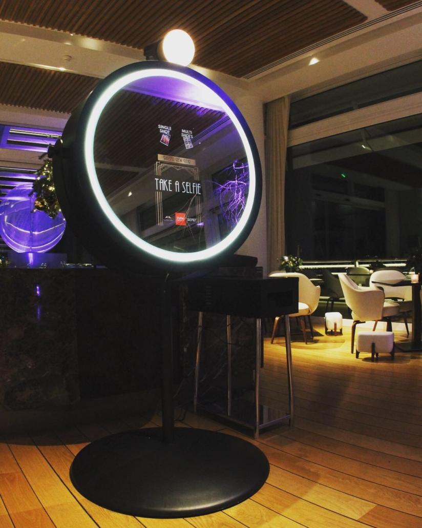 Pretty SelfieMirror - Yacht Club Monaco